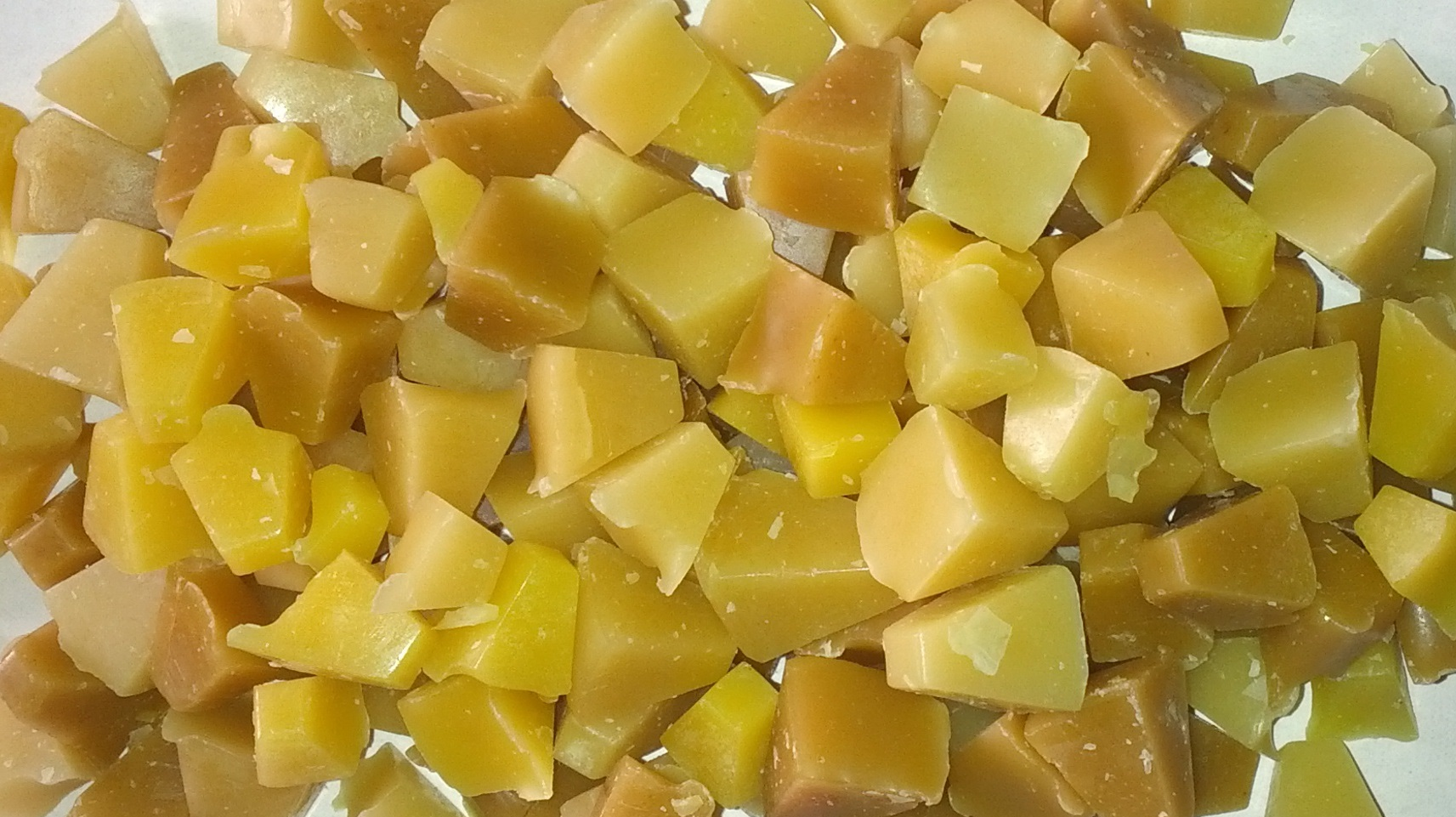 beeswax chunks cr